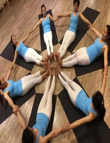 瑜伽培训进行中